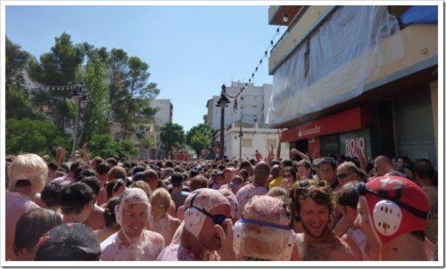 La Tomatina crowd