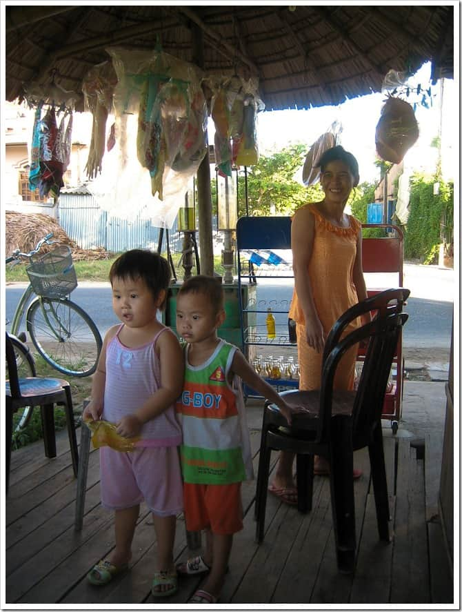 Intrigued kids, Vietnam