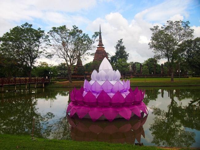 Loy Krathong float, Sukhothai