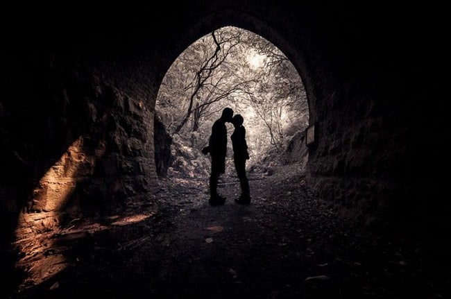 Kissing in tunnel, Catlins