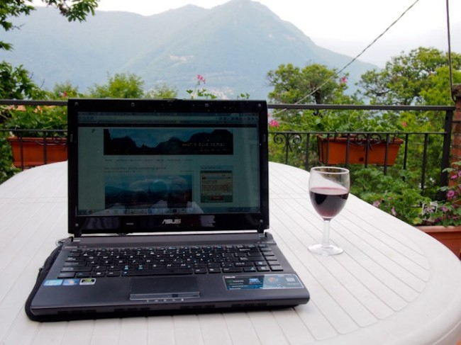 Laptop, Lake Como