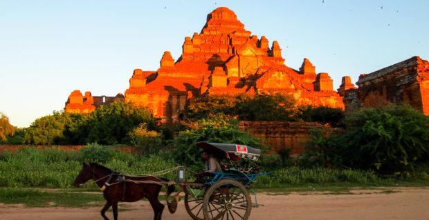 Horse and carriage at Bagan