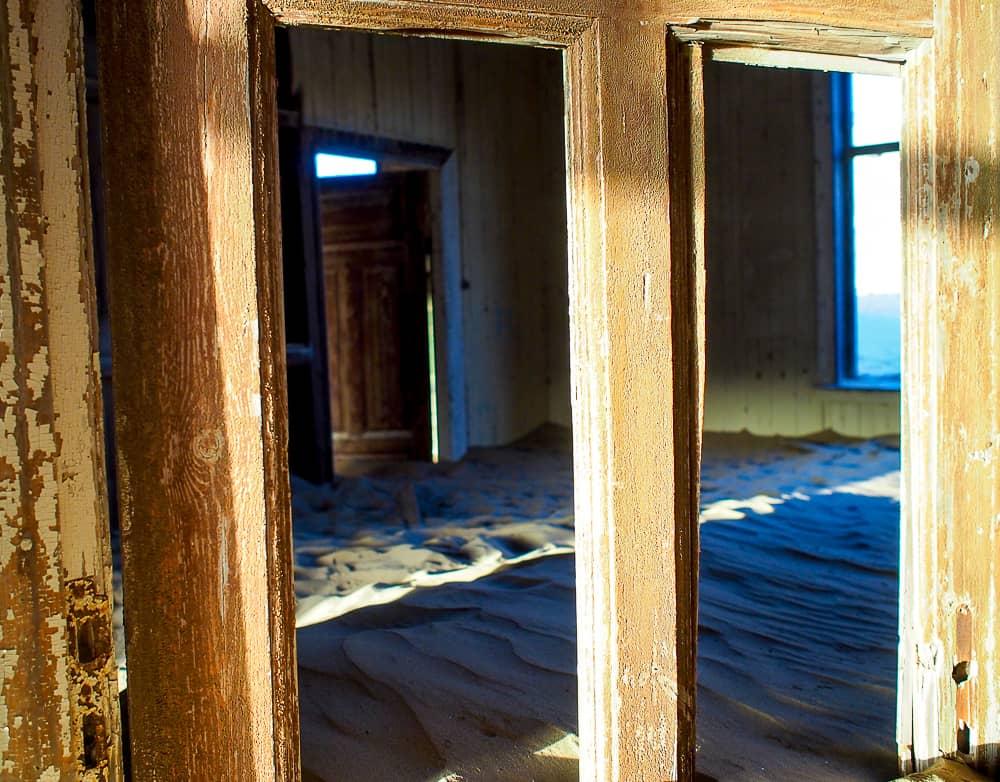 Buried door, Kolmanskop
