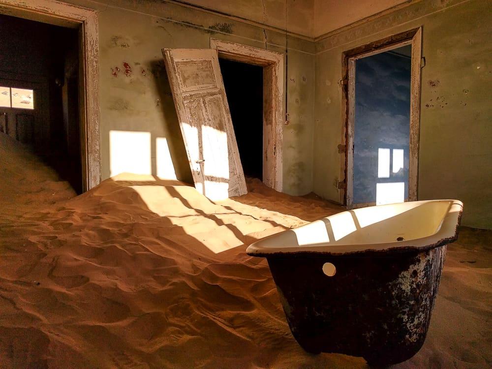Kolmanskop bath