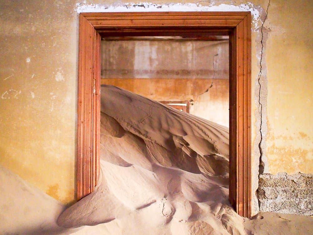 Spilling sand