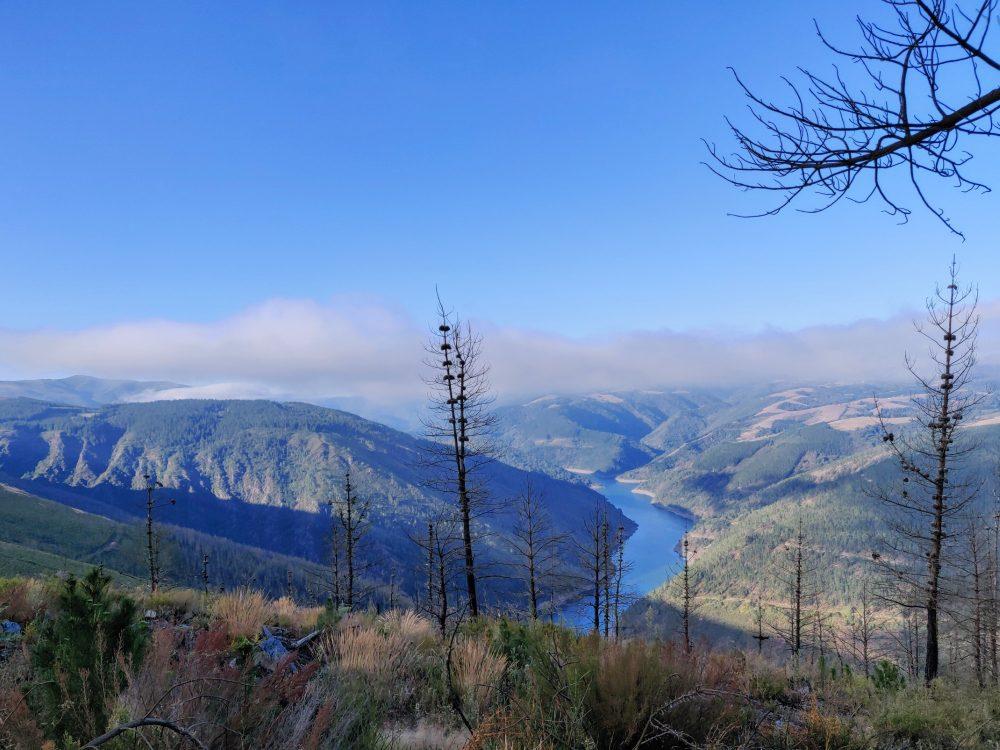 Descending towards the dam, Camino Primitivo